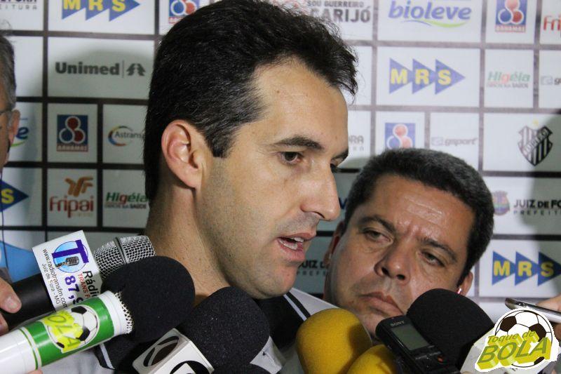 Técnico Léo Condé em entrevista coletiva após o jogo