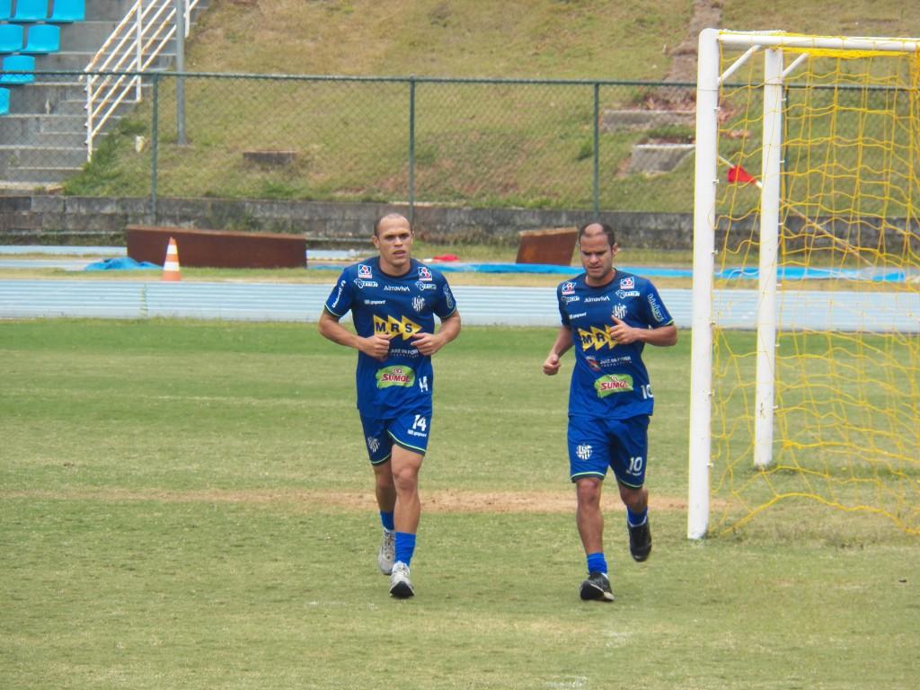 Se recuperando de lesões leves, Maranhão e Maradona deram voltas no gramado e devem estar à disposição de Condé nas quartas de final