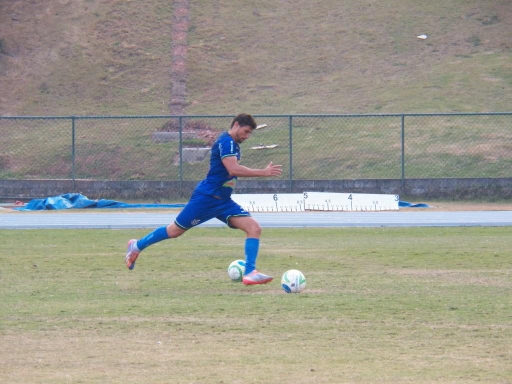 Volante Gustavo pode ser novidade na equipe que entra em campo no sábado