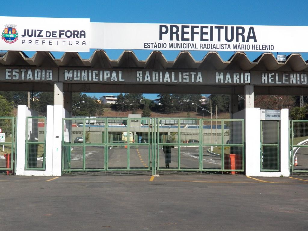 Com treino marcado para às 15h30, imprensa só teve acesso ao gramado do Mário Helênio às 17h