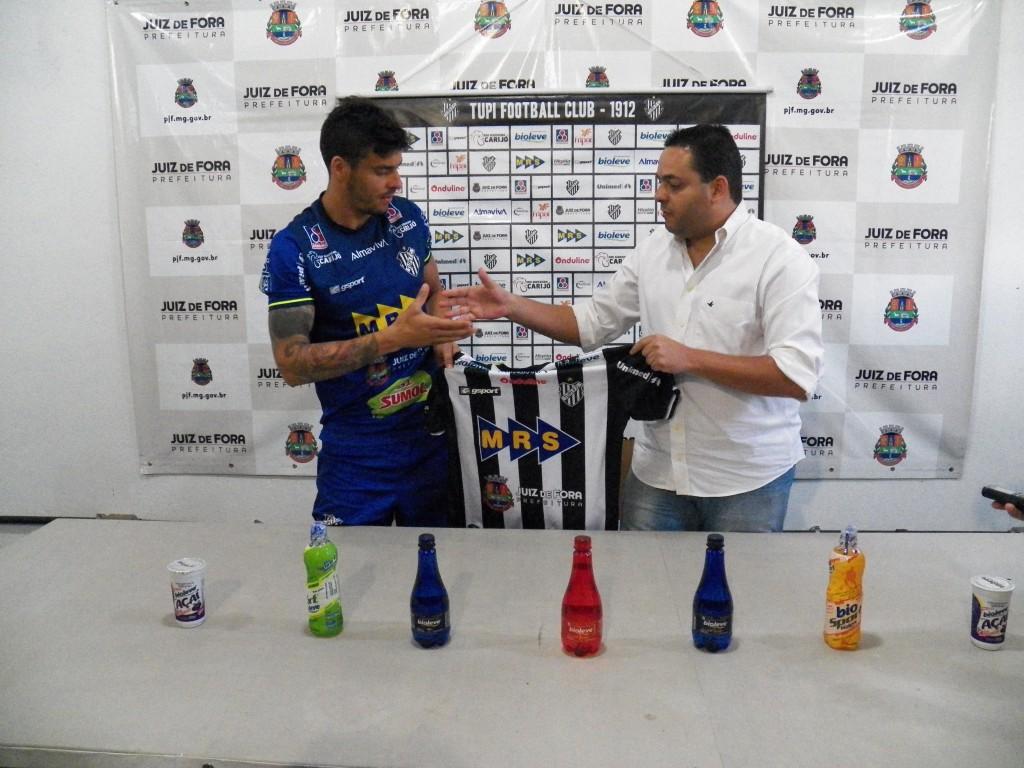Douglas foi apresentado no início de setembro e já marcou três vezes pelo Galo Carijó