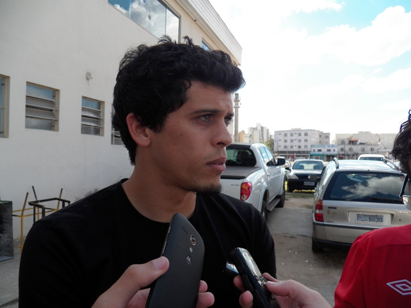 Ídolo do torcedor carijó, renovação de Rodrigo já tem concorrência