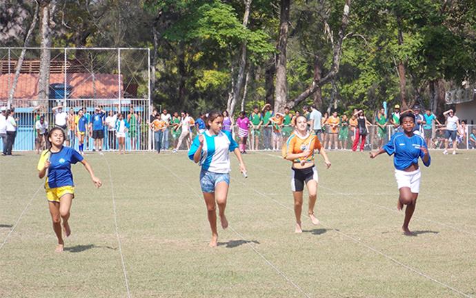 Jovens disputaram provas de atletismo, entre outras modalidades