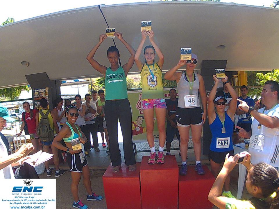 Pódio feminino da Corrida da Padroeira, com Amanda, que participa também das etapas do Ranking da PJF, no topo