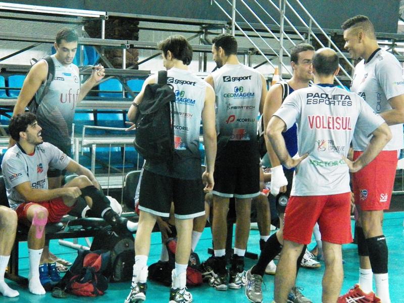 Jogadores das duas equipes se reencontraram no intervalo entre os treinos desta sexta-feira