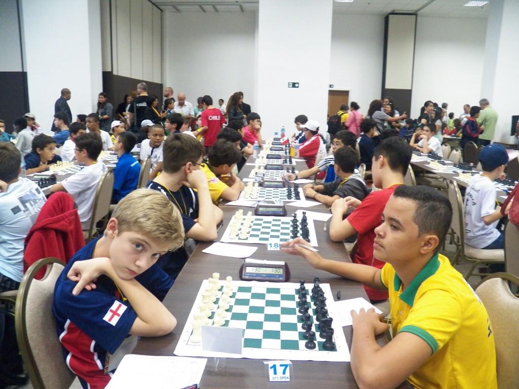 Jovens de países diferentes já se enfrentaram e conheceram a partir do primeiro dia de partidas
