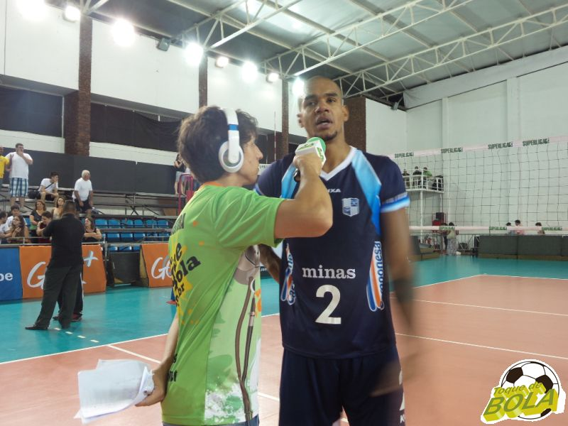 Vencedor do Troféu Viva Vôlei, Samuel destacou reação do Minas no terceiro set em entrevista ao Toque de Bola