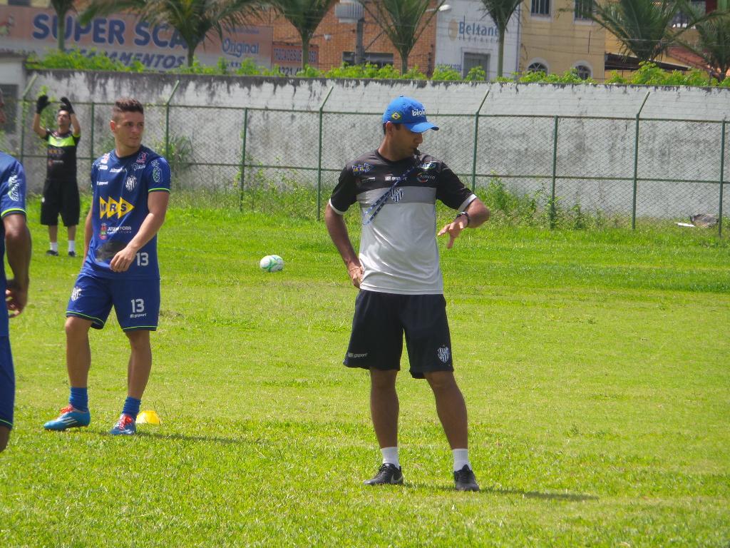 Felipe Surian de olho no relógio: manhã de sábado com sol forte foi de muito treino em Santa Terezinha