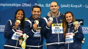 Juizforana Larissa Oliveira é ouro no 4×50 medley misto no Mundial de Doha