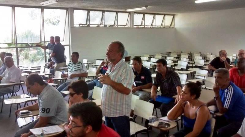 Jorge Ramos (de pé) tomou posse em janeiro e trata a obtenção do AVCB como prioridade no início de administração