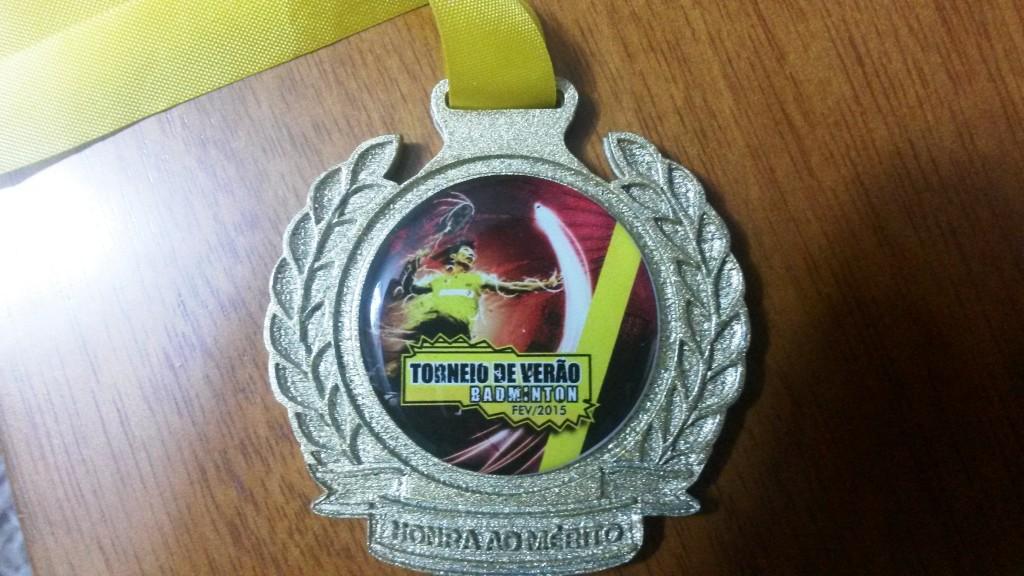 Medalha concedida aos participantes do Torneio de Verão de Badminton