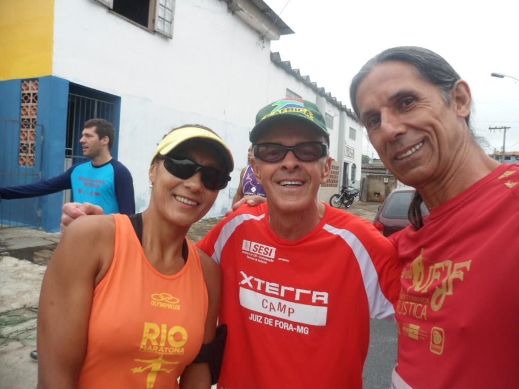 Gedair Reis (direita) esteve apoiando mais uma corrida da região ao lado de amigos