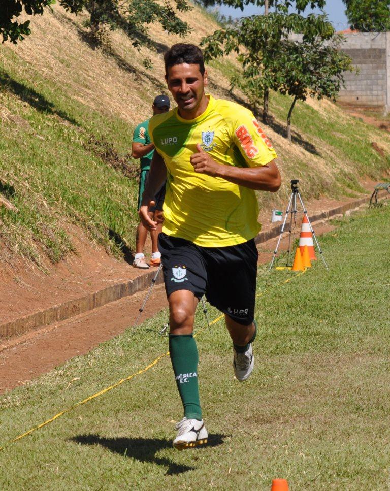 Leandro Guerreiro é o capitão do América