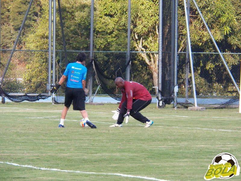 Como de costume no Mineiro, goleiro Glaysson vem treinando à parte com o preparador Walker Campos