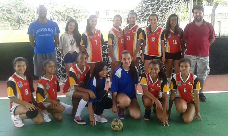 Escola Estadual Nyrce Villa Verde Coelho de Magalhães: campeã infantil no handebol feminino na etapa microrregional dos Jogos Escolares de Minas Gerais, em Goianá