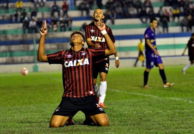 Crysan, que marcou dois gols na estreia do treinador Milton Mendes pelo Furacão, é um dos 20 relacionados para enfrentar o Tupi. Siga Tupi x Atlético-PR nas redes sociais do Toque de Bola (Foto: Gustavo Oliveira -site Atlético-PR)