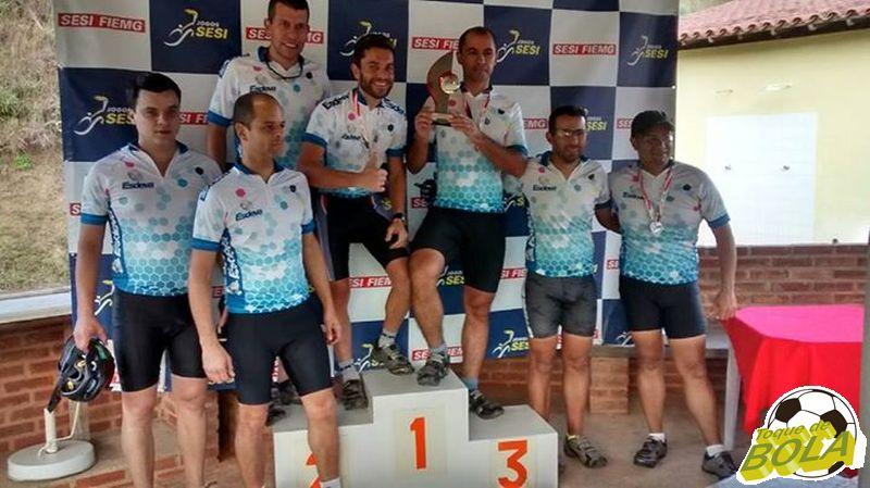 Atletas-trabalhadores da Esdeva comemoram título no mountain bike