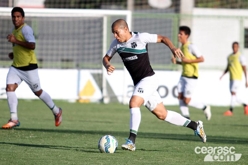 Lateral esquerdo, Fernandinho atuará no meio de campo contra o Tupi. (Foto: Christian Alekson / Cearasc.com)