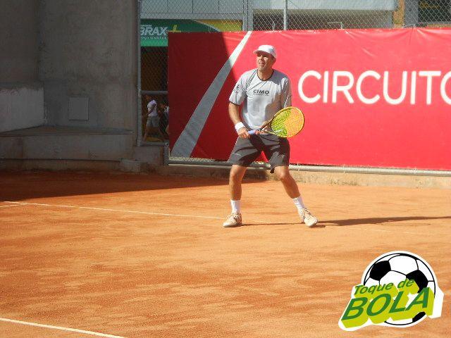 Mário Zoet é referência do tênis industriário em Juiz de Fora