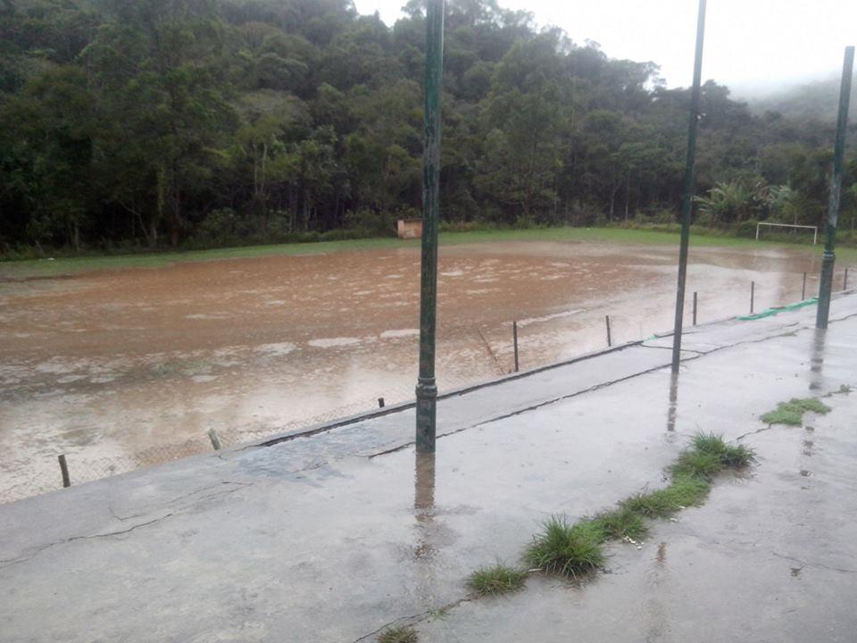Volume de água nos campos de terra impossibilitaram a realização de dois terços dos jogos marcados para o final de semana pela Copa