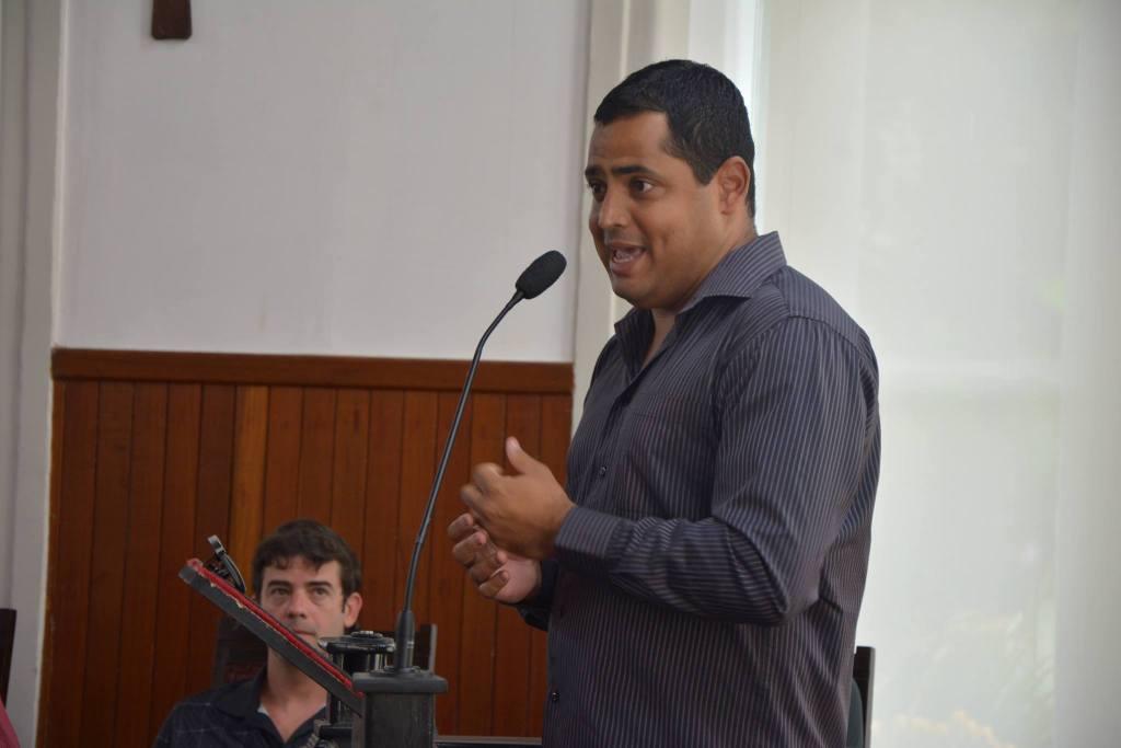 Leston Júnior fala na Câmara Municipal após homenagem recebida pelo Tupi. Depois, ao Toque de Bola, lembrou da importância de ter chegado ao clube ainda no Campeonato Mineiro para recompor o elenco