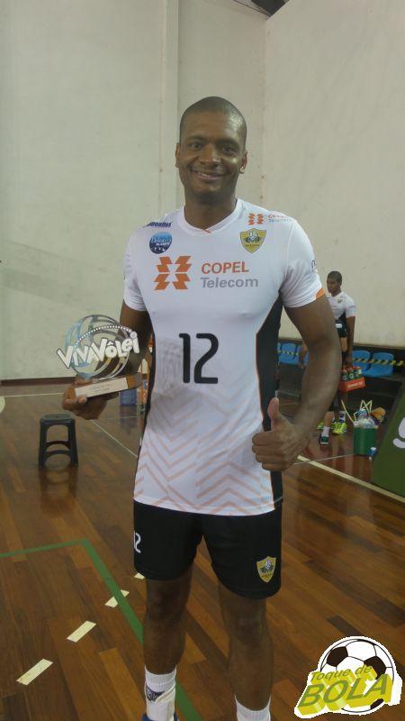 Na partida em Juiz de Fora nesta temporada, Aureliano recebeu o troféu Viva vôlei de melhor em quadra