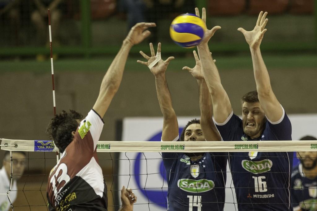 Jogando em casa, o Sada Cruzeiro atuou com time misto em boa parte do jogo (Foto: Mourão Panda / Fotoarena)