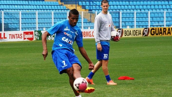 Pirão chega com o status de lateral-esquerdo titular do Tupi no Mineiro (Foto: Avaí/Alceu Atherino)