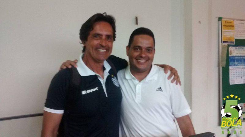 Alberto Simão (direita) tem passagem recente pelo futebol do Tupi