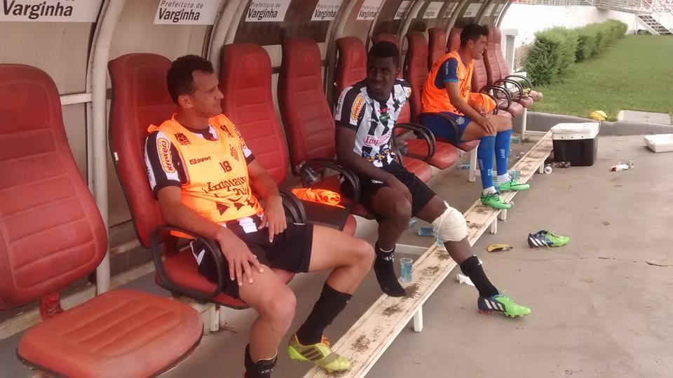 Fabrício Soares e Filipe Alves foram substituídos por problemas físicos (Foto: Ricardo Wagner)