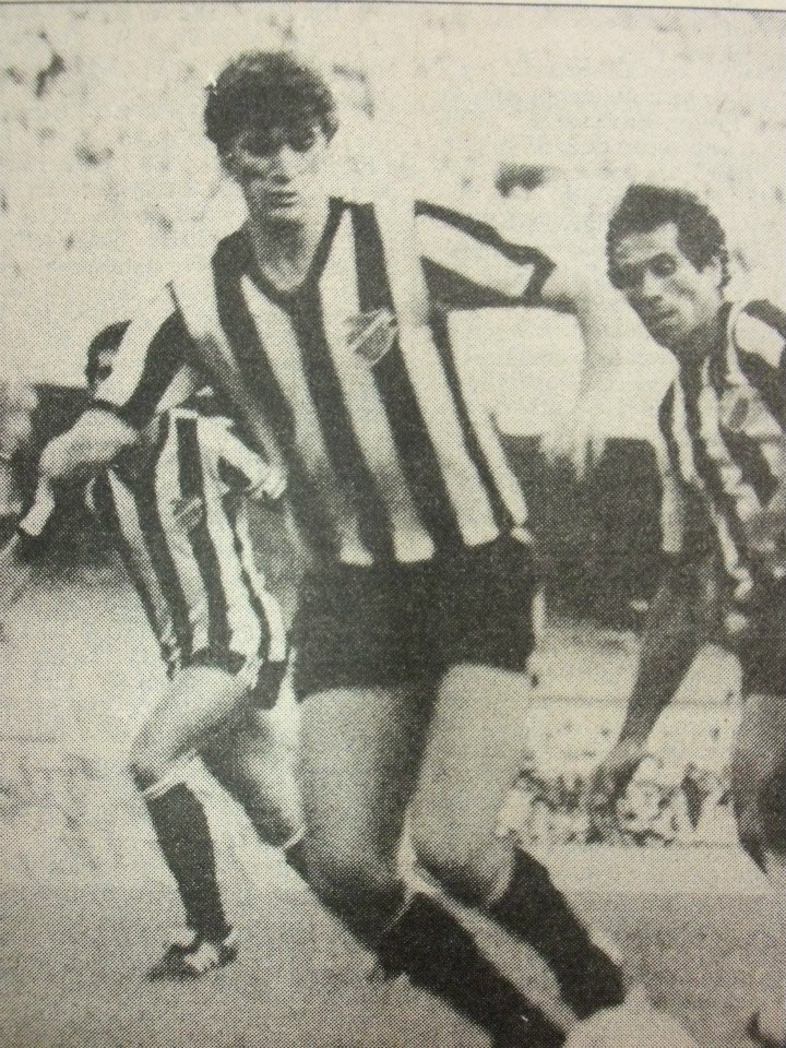 Ricardo Balbino (em primeiro plano) e Ricardo Uruguaio (segundo plano), dupla de zaga do Tupi em 1985