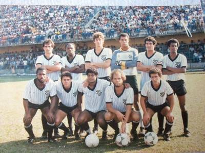 Em pé: Ricardo Uruguaio, Evaldo, Ricardo Balbino, Adilson, Isidoro e Valdir. Agachados: Nequinha, Manoel, J. Maria, Sidney e Teófilo