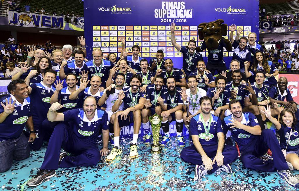 Sada Cruzeiro comemora tetra da Superliga. Veja como a temporada termina e as projeções