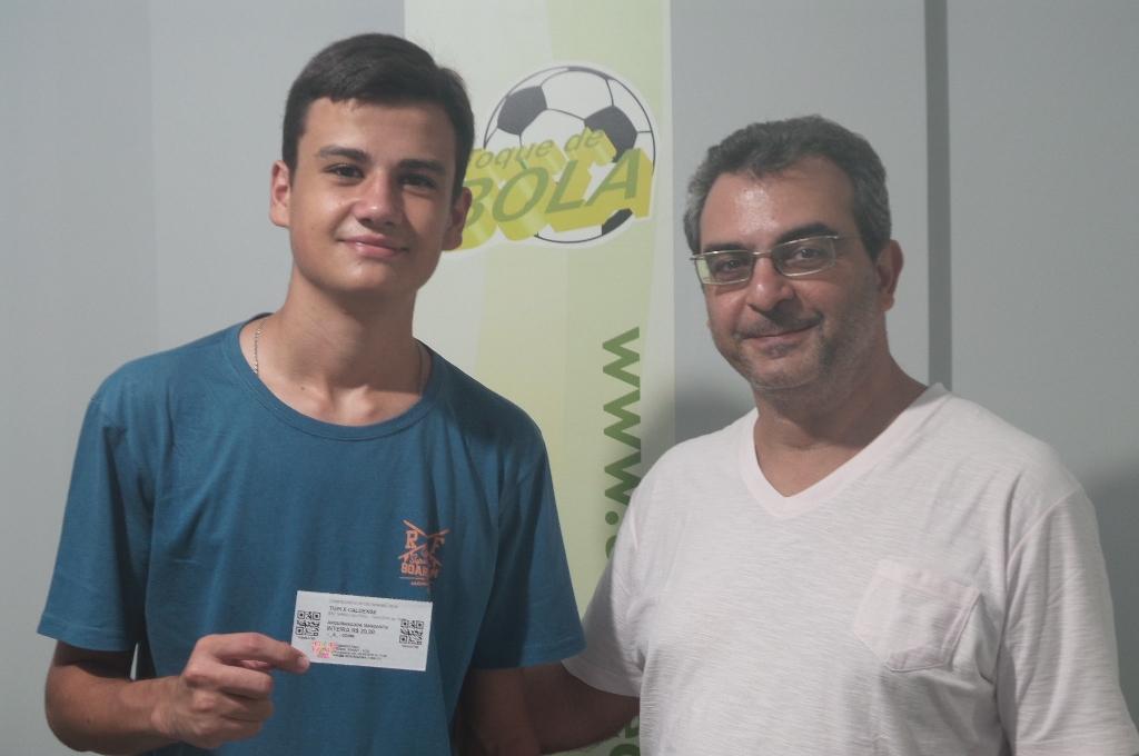 Douglas Fernandes, 17 anos, estudante no primeiro ano do curso de Administração de Empresas da UFJF, foi um dos torcedores carijós sorteados na promoção da Associação dos Amigos do Tupi e do Portal Toque de Bola