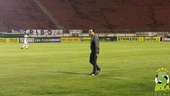 """Pés no chão, Enderson destaca mérito de elenco jovem: """"Foi o primeiro jogo de Campeonato Brasileiro para alguns"""""""