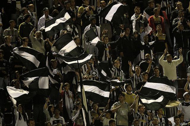 Incentivo da torcida do Botafogo durante toda a partia foi considerado fundamental para a conquista da primeira vitória no Brasileiro