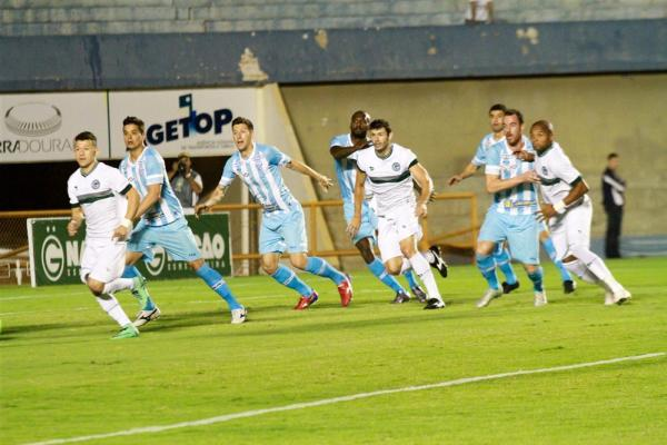 Em casa, Goiás superou por 2 a 0 o Avaí