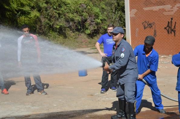 Sargento explicou como agir em casos de emergência