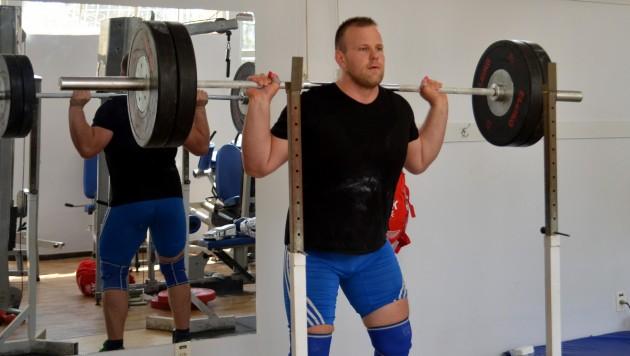 Eslovaco treina levantamento de peso na  UFJF e elogia a comida brasileira