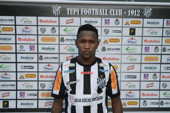 Yago foi apresentado após atividades no Estádio Municipal. Ele já treina com o time desde o início da semana.