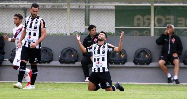 Hiroshi marcou o gol da vitória alvinegra no Municipal