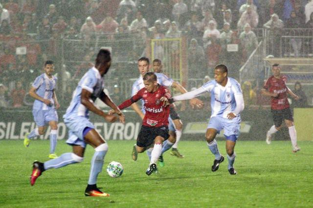 Mesmo em Pelotas, Avaí superou Brasil por 1 a 0