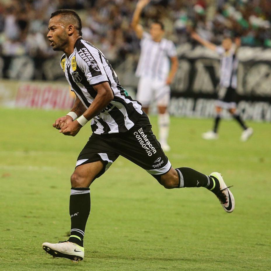 Ceará liquidou o jogo com gols ainda na etapa inicial