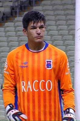 Goleiro Hugo foi um dos jovens atletas que atuaram diante do Ceará. O arqueiro tem apenas 18 anos (reprodução/premiere)