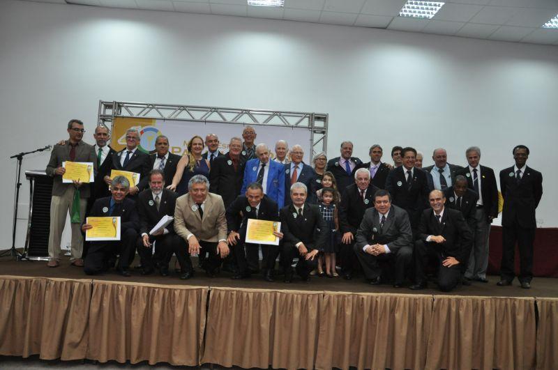 Associados do Panathlon Club Juiz de Fora junto aos convidados do Panathlon