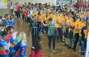Jogos Sesi JF: desfile, esporte e lazer para a garotada, futsal, ginástica e dança abrem a competição