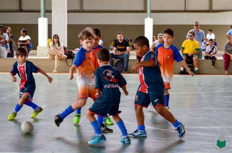 """5ª Copa Toque de Bola de Futsal espera finais com """"chave de ouro"""" na AABB. Veja galeria de fotos"""