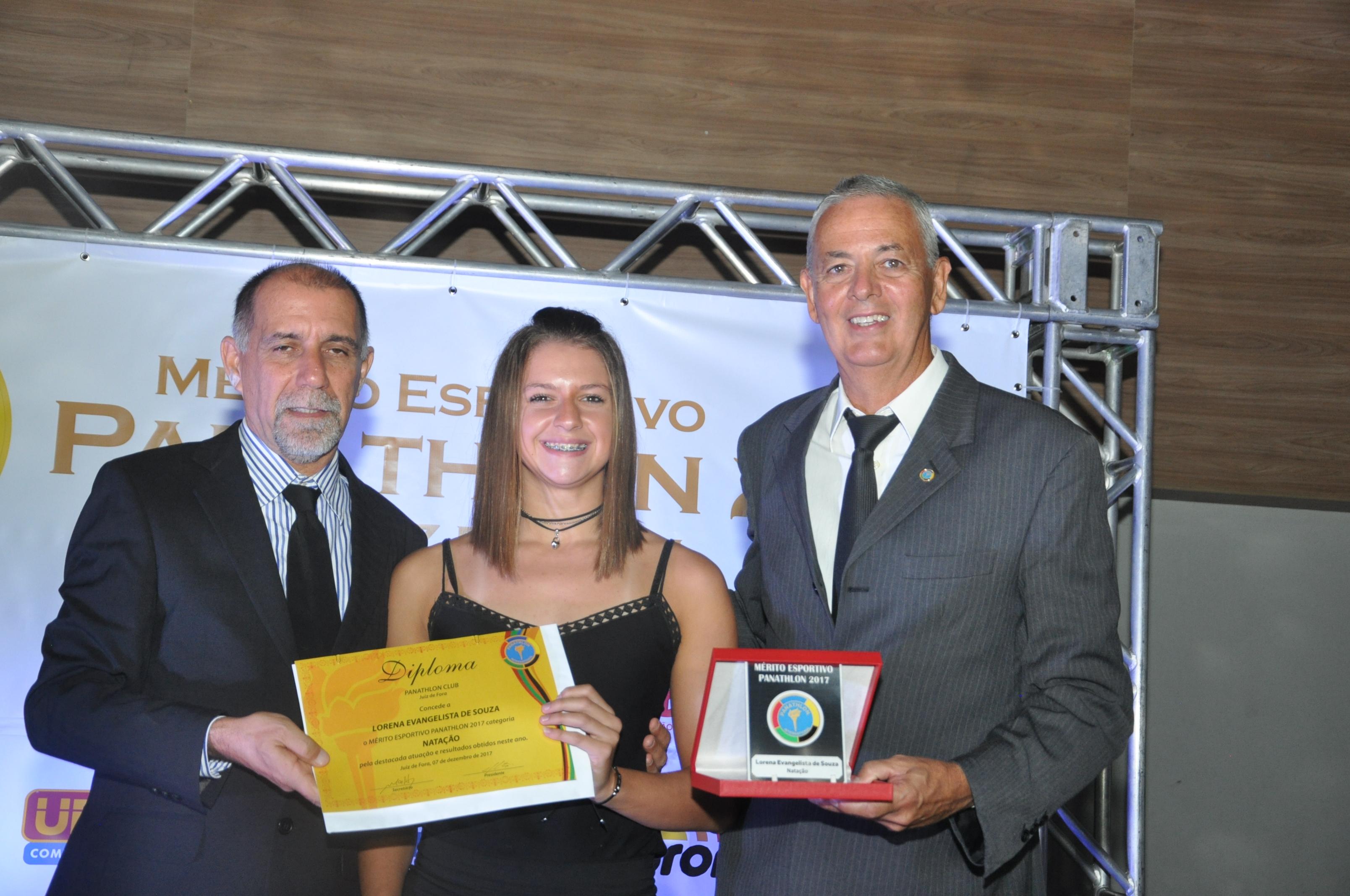 Cláudio Esteves, Lorena Evangelista de Souza (Natação) e Ivo Soares Bandeira Filho (Panathlon Club JF)