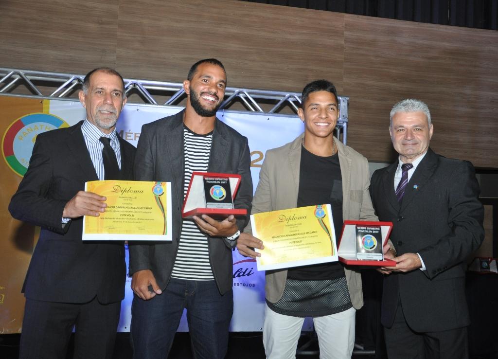 Cláudio Esteves, dupla Maurício Carvalho/Aulus Seccadio (FuteVôlei) e Adilson José Mattos (Panathlon Club JF)