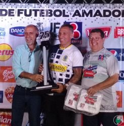 Taça Disciplina entregue ao Social FC de Lima Duarte  (Categoria Feminino Adulto)
